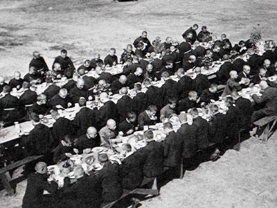 Śniadanie wielkanocne braci, Niepokalanów, 20 kwietnia 1930